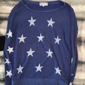 WILDFOX BLUE AND WHITE STAR SWEATSHIRT SZ L